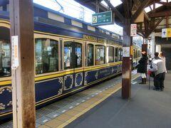 このへんはシラスが有名なのか、シラス丼の店が何軒もあった。 食べてみたかったが時間がないのでパス。 再び江ノ電に乗って、鎌倉駅に戻る。