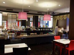 12月28日(月)  朝食はビュッフェスタイル、朝6時から空いているので重宝します。福島名物もあります。