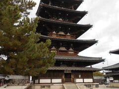法隆寺の有名な五重塔です。 法隆寺の五重塔は日本に現存している最古のものです。 国宝にも指定されており、法隆寺のシンボル的な建物です。