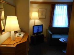 夕方にホテルフジタ奈良にチェックインしました。 1泊につき2千円を払うとリビング付きのスイートルームに グレードアップするサービスが有りましたので利用しました。 地域共通クーポンも使えたので旅行者にとってうれしい制度です。