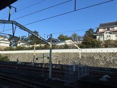 ●福山駅  列車は約20分ほどで「福山駅」に到着。 駅のホームから見える「福山城」にも行きたかったのですが、こちらも今回はパス・・・いかんせん時間が足りないんですよ(涙)