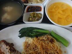 香港麺のお店(Hong Kong Sheng Kee Noodle House)で、  鴨肉麺セット (Roast Duck Noodle Set) 豚肉麺 (Roast Pork Noodle) を注文 二人で$23程度