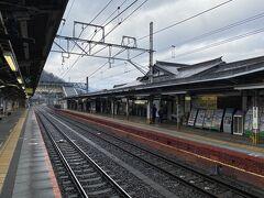45分ほどで高尾駅に到着。 新宿では雨が降っていましたが、高尾では曇り空ながら雨は止んでいました。