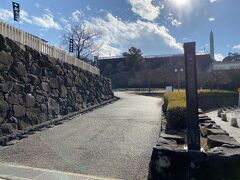 次は駅近くにある甲府城に向かいました。 甲府城は舞鶴城とも呼ばれるらしく、公園の名前は舞鶴城公園でした。