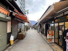 駅に戻る途中、観光客で賑わう縄手通りへ。 このご時世で観光客はほとんどいませんでした。