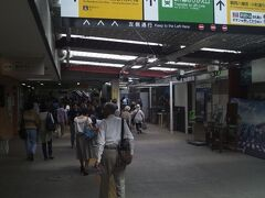 改札前(写真左側)には何店かの名店が並んでいます。