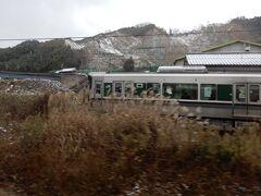 近鉄とJRがホームを共用している『吉野口駅』  なのでJRと近鉄が並んで走る、ちょっと面白い駅でもあります 私は吉野へ、並行するJRは和歌山へ