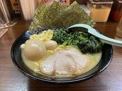 試合後、新秋津にあるラーメン屋「秋津商店」で遅い夕食を食べました。 この日は寒かったので、めちゃくちゃ温まりました!