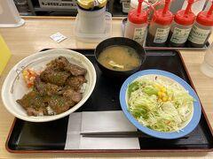 試合前、品川方面で所用があり、松屋で遅い昼食を食べました。