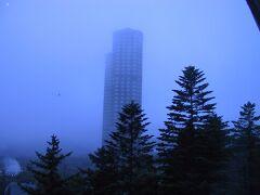 朝靄の中に見えるタワー
