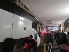 20:38 約1時間でテルミニ駅前到着