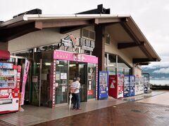 10:30 諏訪湖SAに着きました。(バスタ新宿から2時間45分) 10分間の休憩です。