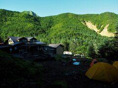 着いた、鉱泉、幕営し、二度目の朝メシ。 登攀装備で行ってみよー赤岳主稜。