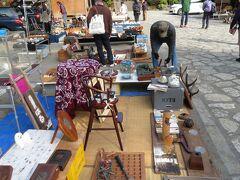 鎌倉宮へ。この日は規模は小さいが、毎月第2日曜日に開催される骨董市が開催されていた。