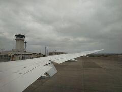 長い空の旅を終えて、定刻通り新石垣空港到着。