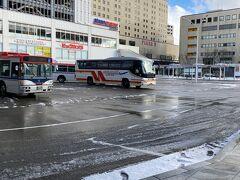 ■新潟駅南口バスターミナル■ 13:17 エアポートリムジンの姿も見えます。