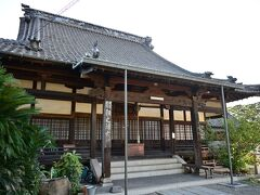 ●円福寺  最初に訪れたのは、海に突き出た高台の上にある「円福寺」で、まだ時間が早いためかお堂の扉が閉まっているよう。