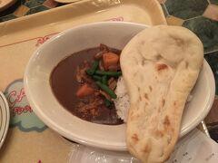 夕食はカスバフードコートでカレーをいただきました。ベジタブルカレー(中辛)