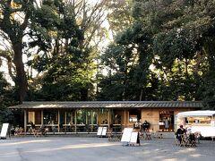 入り口にあるカフェ