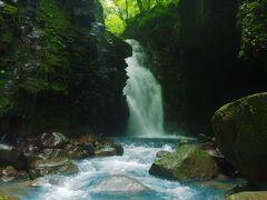 ドドドドドの音とともに現れる雄飛の滝、大迫力。 冬も流れてたなぁ。 ここで折り返します。