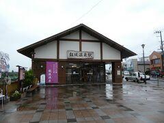 曽根田駅のあと、飯坂温泉駅にも来てみました。 天気がよければ、もうちょっとじっくり沿線の様子など眺めてみようかと思っていたのですが、何しろ雨だったので。