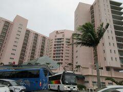 2日目の朝です。 オキナワマリオットリゾート&スパ  スーペリアホテルの全景です。