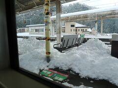 永原までくると屋根があってもこの積雪です.
