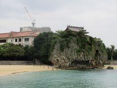 恩納村のホテルから那覇に戻ります。 波上宮へ。