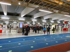年末帰省にも重なる時期ですが、朝7時過ぎの成田第3ターミナルの混雑無し。