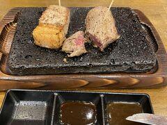 行きたかったやっぱりステーキ!でも…サーロインと赤身のセット…硬くてあまり…