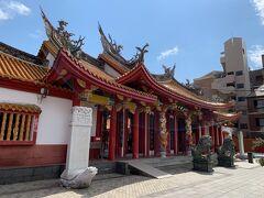 明治26年に中国清朝政府と華僑によって建造された長崎孔子廟。色が鮮やかです。