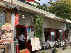 お店は明るい雰囲気のお店でパリのビストロを連想させるような雰囲気のみでした。