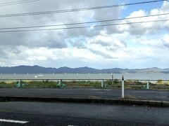 宍道湖の南岸を出雲へ向かいます