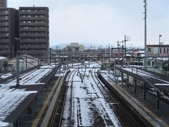 近江塩津を出発後,余呉駅などを通って中山道の要衝,長浜駅に到着しました.