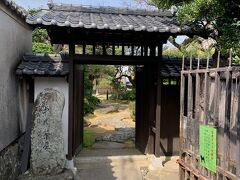 チェックアウトをして、手荷物だけ預かっていただいてから中の茶屋へお散歩。長崎奉行の休憩所にも使われていたようですね。坂の上にあるので、休憩所としてはピッタリのロケーション。