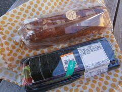 パンとお寿司を購入し、お店の前のベンチでいただきました。パンは常滑市の「Cheeboh」というお店のちぎりクリームパン(420円)です。