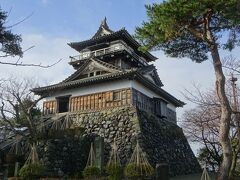 『丸岡城』は日本100名城のひとつであり、100名城スタンプを押しにやってきました。 以前訪れた時から大好きな城のひとつです。 あまり有名な城ではありませんが、一度は行ってほしい城です。