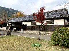 香川家長屋門  外から眺めるだけで中には入れません。