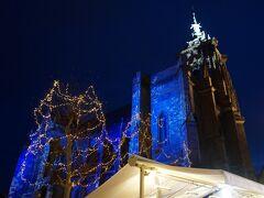 ブルーに染まるサン・マルタン教会が見えてきました。