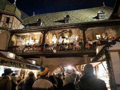 """その少し先、""""旧税関""""の前を通りがかります。コルマールの観光名所のひとつです。"""