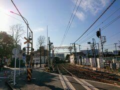 川崎大師駅の北口から出て、線路を渡ります。