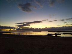 静かなマエサトビーチ。初日の出は雲で良く見られませんでしたが、海を見れた息子は満足そうで何よりです。