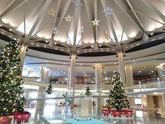 さすが12月。 グランドプリンスホテル広島のロビーは華やかです。