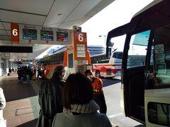 鉄道でも良かったのですが、念のため感染リスクを考慮して、エアポートリムジンバスで帰る事にします。羽田空港第2ターミナルから京成津田沼駅までは、所要時間1時間8分で1,250円(子供半額)になります