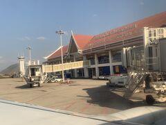 空港もかなりこじんまり。私の好きな歩いて移動するやつ。ミャンマーのバガンと同じくらいのサイズ感かもしれません。