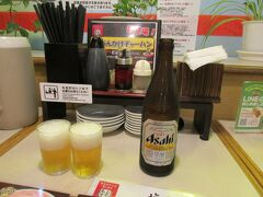 ひとまず瓶ビールで乾杯。