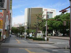 中央通りから見た近鉄四日市駅(四日市近鉄百貨店)。