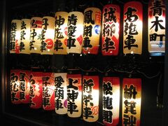 観光案内所で展示されているのは、袋井市内のお祭りに登場する山車の装飾『弓張提灯』。  これもライトアップイベントの一環だそうです。