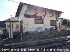 下之郷駅  この駅から分岐して西丸子駅まで延びていた上田丸子電鉄西丸子線(1963年廃止)のプラットホーム跡です。 旧駅舎は改築されて資料館となっています。   下之郷駅:https://ja.wikipedia.org/wiki/%E4%B8%8B%E4%B9%8B%E9%83%B7%E9%A7%85 下之郷駅:https://www.uedadentetsu.com/timetable/besshosen_shimonogoh.html 西丸子駅:https://ja.wikipedia.org/wiki/%E8%A5%BF%E4%B8%B8%E5%AD%90%E9%A7%85 上田丸子電鉄西丸子線:https://ja.wikipedia.org/wiki/%E4%B8%8A%E7%94%B0%E4%B8%B8%E5%AD%90%E9%9B%BB%E9%89%84%E8%A5%BF%E4%B8%B8%E5%AD%90%E7%B7%9A