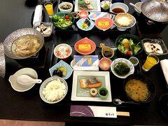 朝ごはんは、和定食です。品数も多く、大変美味しゅうございました♪(๑´ڡ`๑)